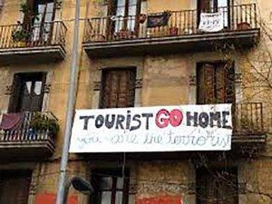 """Dünya turizminin yeni tehlikesi """"aşırıturizm"""" korkusu adaları sardı"""