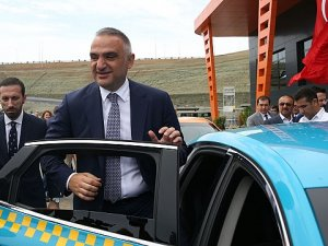 Havalimanı taksicilerine ''turizm elçiliği'' eğitimi verilecek