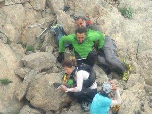 Gezi yapan dağcıyı ayı uçurumdan itti! Helikopterler havalandı