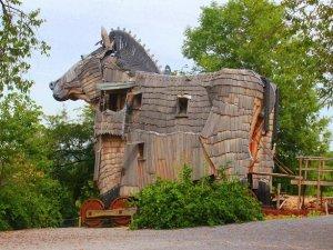 Belçika'da Truva Atı şeklindeki otel: La Balade Des Gnomes