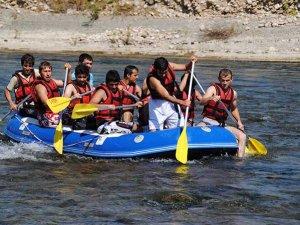 Rus ve Avrupalı turistler rafting tercih ediyor