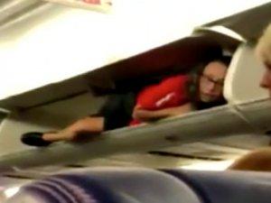 Hostesi bagajda görenler şaştı kaldı!