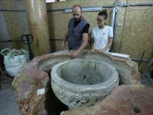 Beytüllahim'deki Doğuş Kilisesi'nde taş vaftiz teknesi bulundu