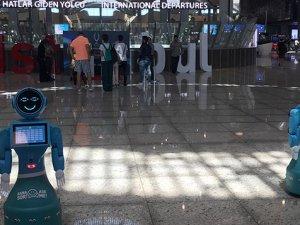 İstanbul Havalimanı danışmasına 4 robot koyuldu