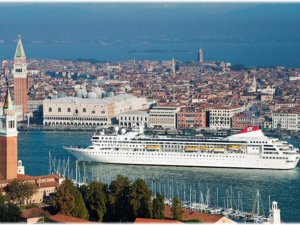 Büyük yolcu gemileri artık Venedik'e giremeyecek