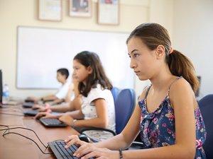 Antalya Büyükşehir'den çocuklara bilgisayar kursu
