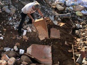 Moloz yığınları arasından tarihi eserler çıktı