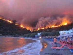 Sisam Adası'ndaki yangında 5 otel tahliye edildi