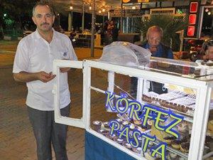 Seyyar pastane Mehmet Yapar, 30 yıldır lezzet satıyor