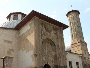 Orta Asya çadır geleneğinin örneği: 'İnce Minareli Medrese'