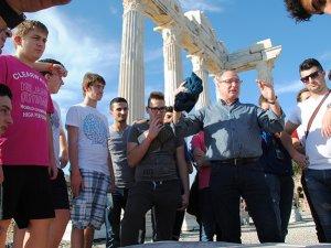 Alman öğrenciler Roma döneminiAntalya'da öğreniyor