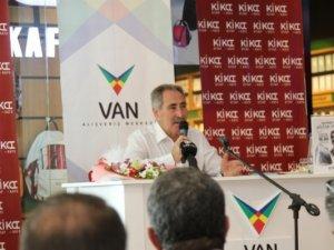 """Turizm eski Bakanı Günay """"Sevgili Anadolu"""" için Van'da"""