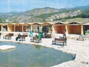 Pamukkale'de kaçak ahşap yapılar kaldırıldı