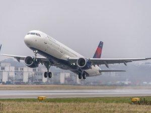 Bir kadın,biniş kartı olmadan bindiği uçağı 3 saat geciktirdi