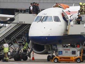 Aktivisti British Airways'a ait uçağın üstüne tırmandı