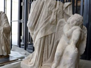 Anavarza'da aşk tanrısı heykeli bulundu