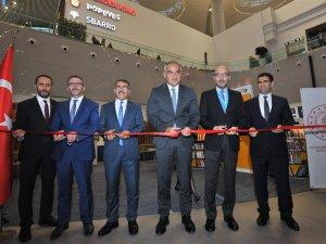 """Bakan Ersoy """"İstanbul Havalimanı Kütüphanesi""""ni açtı"""