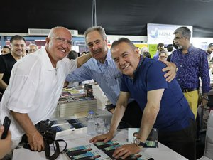 Antalya Kitap Fuarı ilk gününde 45 bin kitap severle buluştu