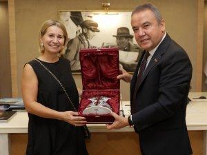 Belediye Başkanı Muhittin Böcek:Her turist 2,5 kilo atık demektir