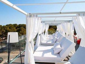 İspanya'da erkek sineklerin bile konamadığı otel açıldı