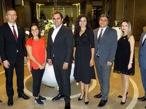 Hilton İstanbul Kozyatağı'nda yönetimin 5'inci yıl onuru