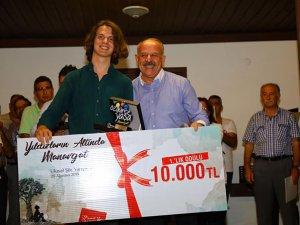 'Üniversite öğrencisi 'Ibrahim Said, şiir yarışmasında birinci oldu