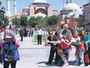 İstanbul'a gelen turist sayısının 12 milyon 690 bin 376 kişi