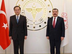 Sağlık Bakanı ile Büyükelçi bir metre uzaktan görüştü