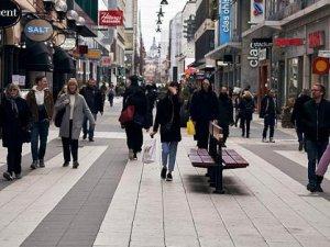 """İsveç'in """"Koronavirüs kumarı"""", endişelendiriyor"""