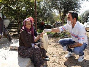 Döşemealti'nda belediye 5 bin ekmek dağıttı