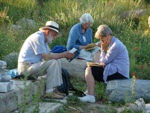 ''Evde kal'' çağrısı ailecek kitap okumada bir fırsat