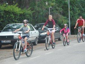 Yerleşik Almanlar çocuklarına bisiklet sevgisi aşılıyorlar