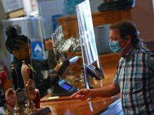 İngiltere'de yeniden açılan restoran ve barlara talep yok