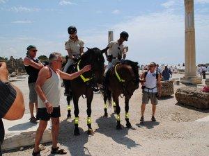 Korkteli'nde yazlıkçıları atlı polisler koruyacak