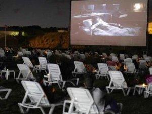 İstanbul'da plaj sineması açıldı