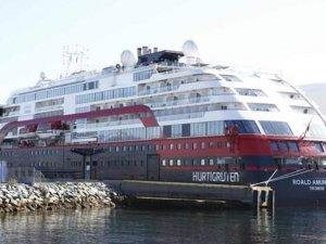 İki lüks yolcu gemisinde koronavirüs tespit edildi