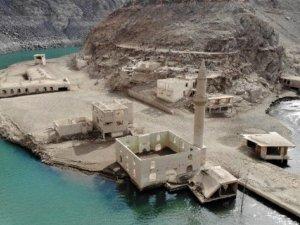 Baraj sularının çekilditarihi köy ortaya çıktı