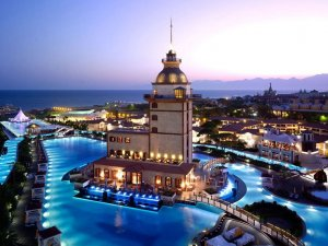 Efsane otel Titanic Mardan Palace adıylaaçılış için gün sayıyor