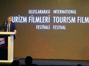 """Turizm Filmleri'ndeGrand Prix Ödülü """"Help"""" filmine"""