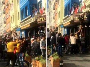 Otel ve restoranlarda asılı Fransa bayraklarını indirdiler!