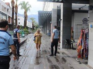 Kemer'de turistlere maske denetimi yapıldı