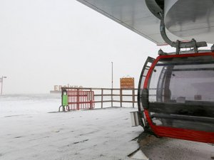 Erciyes Dağı'na kar yağdı, beyaz gelinlik giydi