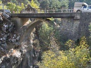 Tarihi Selçuklu Köprüsü üzerine beton köprü yapıldı
