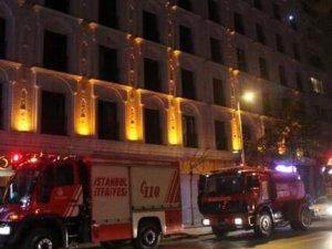Şişli'de otel olan eski adliye binasında yangın