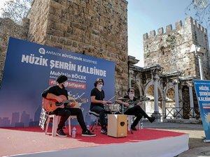 Barış Manço ve Cem Karaca şarkılarla anıldı