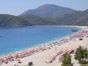 İngilizler tatil için kısıtlamaların kalkmasını bekliyor