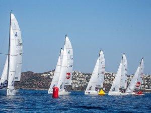 J70 Yarışları D-Marin sponsorluğunda sürüyor