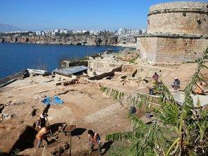 Hıdırlık Kulesi kazılarında 1500 yıllık Roma Hamamı ortaya çıktı