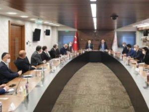 İki Bakan Türk tur operatörleriyle bir araya geldi