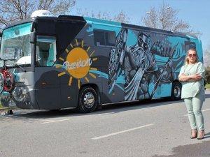 Turizmci Tuğba Atila, yolcu otobüsünü karavana çevirdi